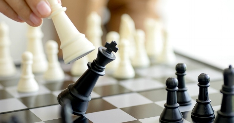 Chess player checkmates opponent